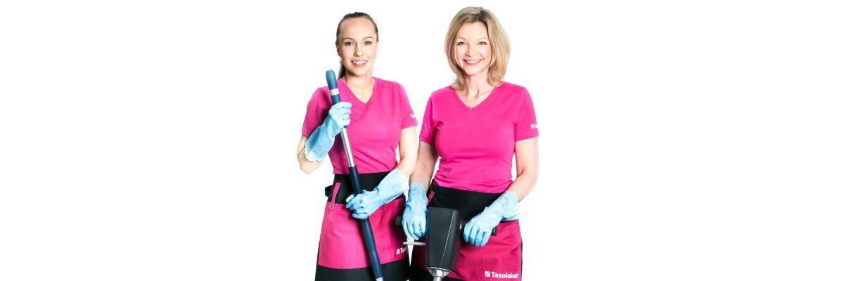 Kaksi siivoojaa, jolla vasemmalla on siivousvarsi ja oikealla siivouskone
